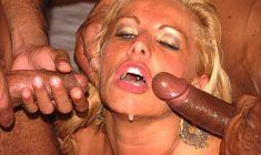 Poster de Pamela Butt fazendo sexo interracial com dois bem dotados animados