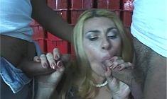 Bem dotados fodendo a buceta gostosa da Ariane
